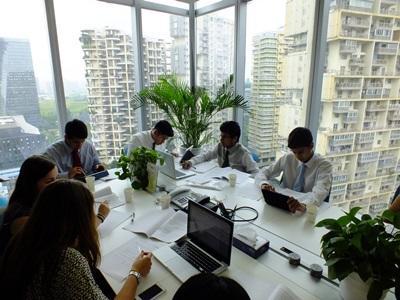 Unge frivillige lærer om Kinas businessverden