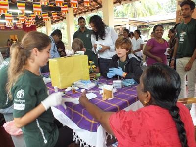 Billede fra opsøgende medicinsk arbejde i srilankanske lokalsamfund