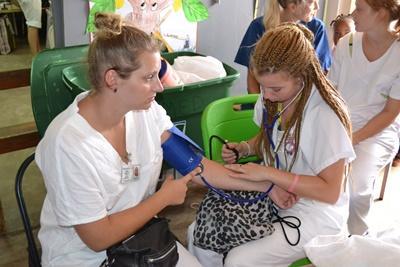 Ungdomsprojekt med folkesundhed i Jamaica