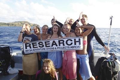 Frivillige skal ud at dykke med hajer i Fiji